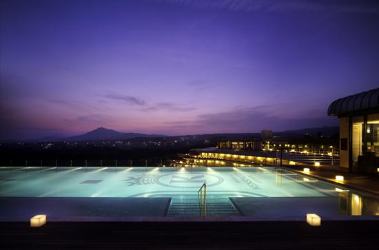 켄싱턴 제주 호텔 루프탑 수영장에서 즐기는 시원한 여름 ...